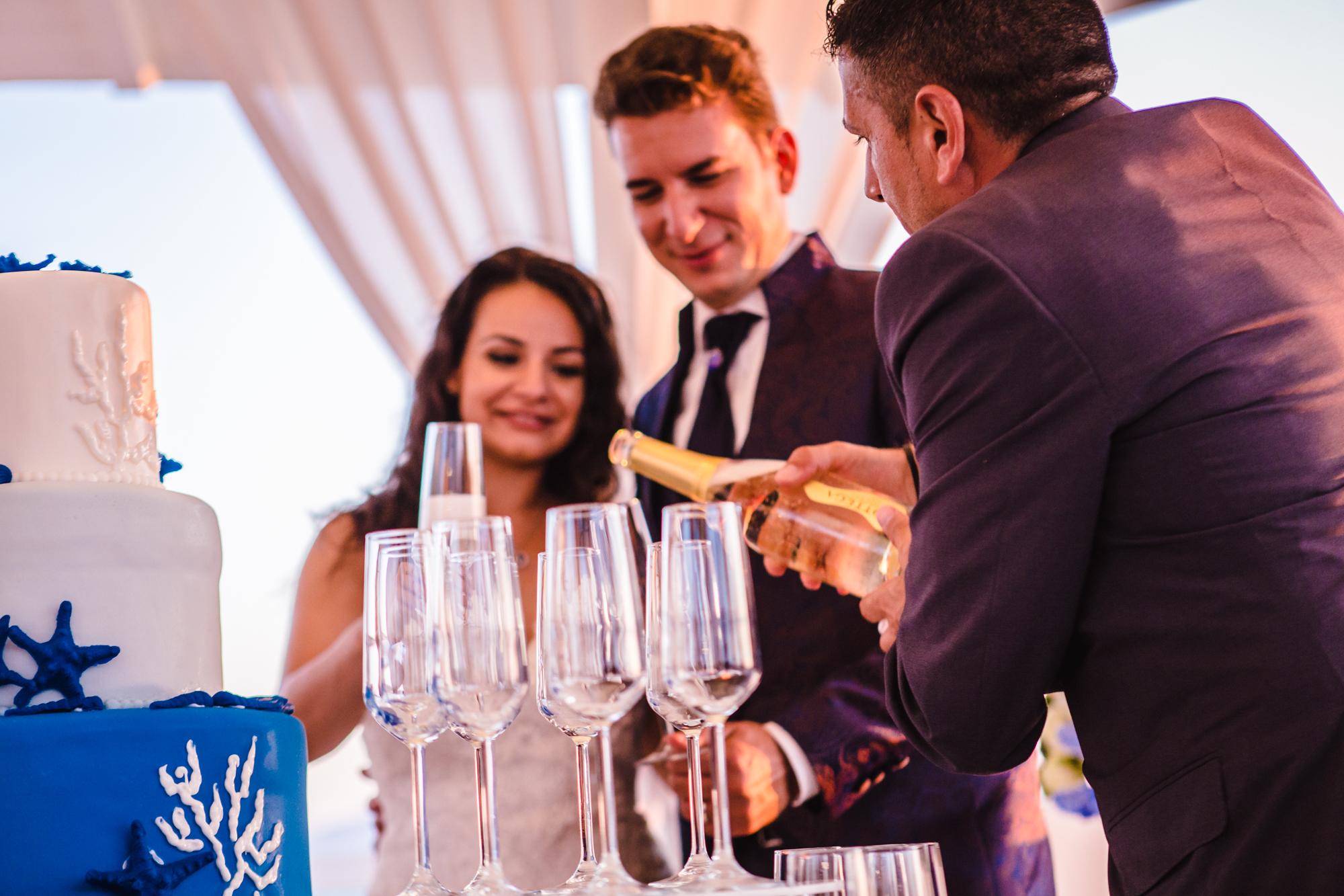 Matrimonio Spiaggia Brindisi : Matrimonio in spiaggia napoli il brindisi agli sposi sohal