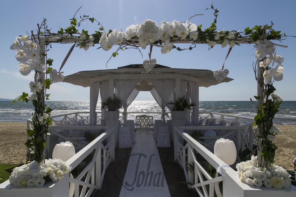 altare sulla spiaggia