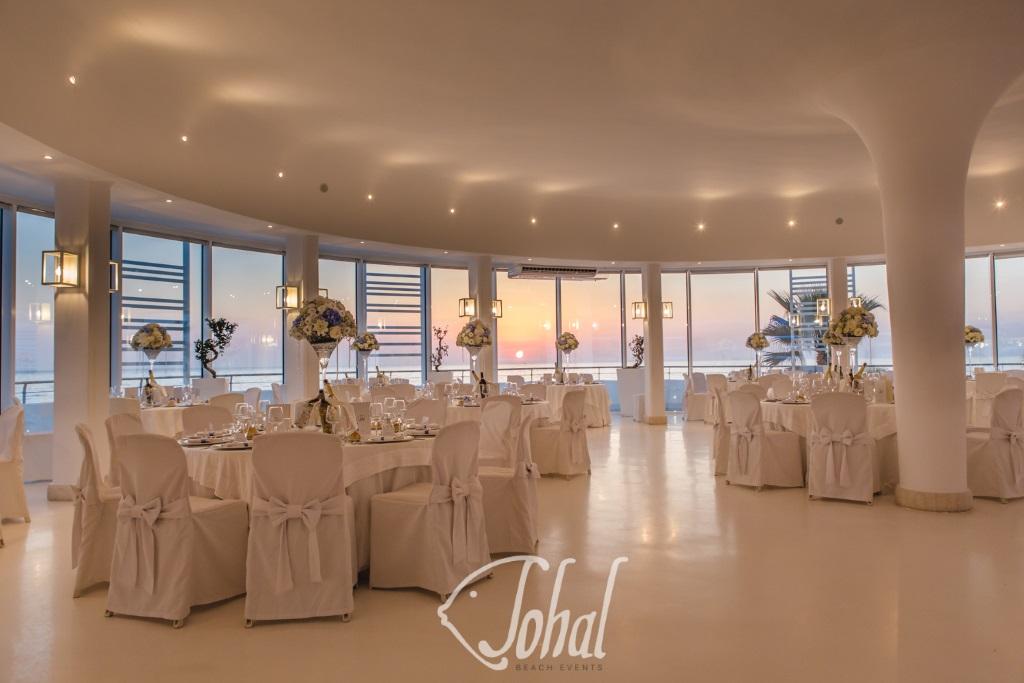 Matrimonio Spiaggia Inverno : Matrimonio in spiaggia invernale. eleganti esclusive e moderne sale