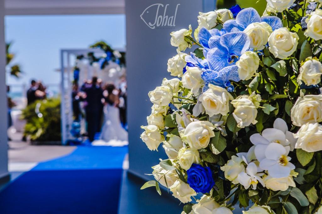 6acd854be6fe Addobbi floreali perfetti di un matrimonio in spiaggia in Campania ...