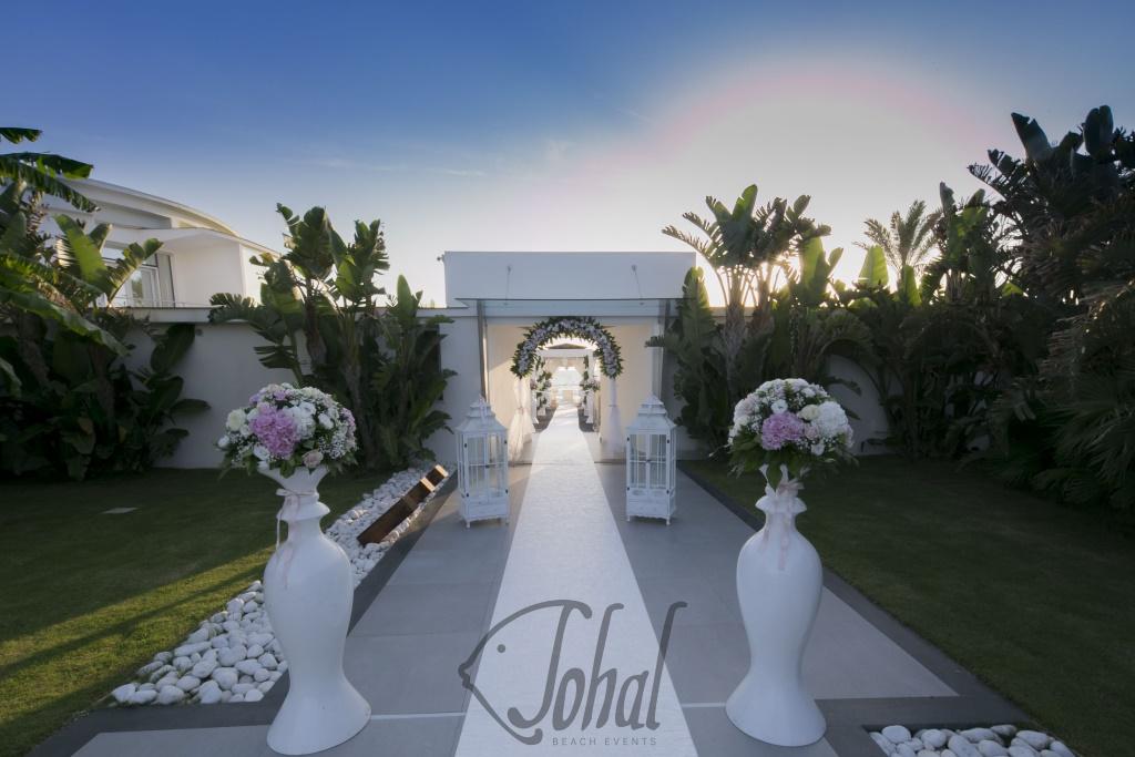 Matrimonio In Spiaggia Addobbi : Arrivo della sposa il tappeto bianco che porta all altare